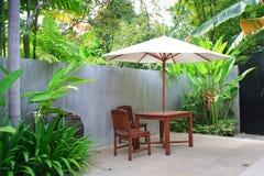Ombrello di legno in giardino, Tailandia. Fotografia Stock