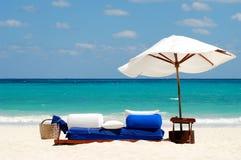 Ombrello di sole bianco Fotografia Stock