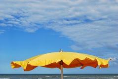 Ombrello di spiaggia Fotografia Stock Libera da Diritti