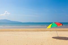 Ombrello di spiaggia della spiaggia Fotografia Stock