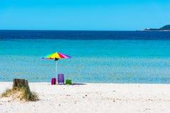 Ombrello di spiaggia variopinto in spiaggia di Maria Pia fotografia stock libera da diritti