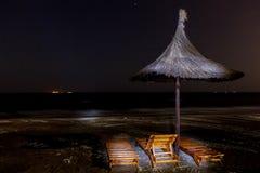 Ombrello e sedie Fotografie Stock Libere da Diritti