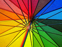 Ombrello multicolore dell'arcobaleno in pioggia Immagine Stock Libera da Diritti