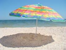 Ombrello sulla spiaggia Fotografia Stock Libera da Diritti