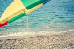Ombrello sulla spiaggia - svago di estate fotografie stock