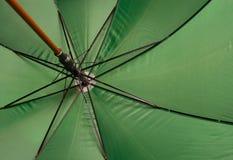 Ombrello verde Fotografie Stock Libere da Diritti