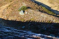 Ombres au-dessus d'arête de montagne Photo libre de droits