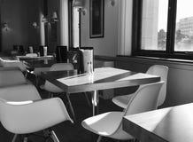 Ombres dans un café Photo stock