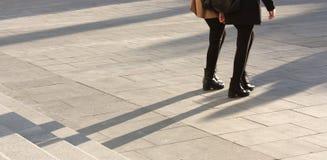 Ombres de personnes sur des escaliers Image libre de droits