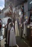 Ombres des pénitents sur le cortège de semaine sainte Photos libres de droits