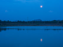 Ombres du ` s de lune dans la lagune Image stock