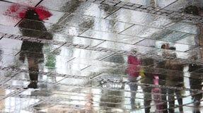 Ombres reflétées un jour pluvieux Image stock