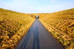 Ombres sur le chemin de vélo Photos stock