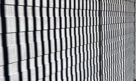 Ombres verticales sur les lamelles en bois Configuration abstraite en noir et blanc Images libres de droits