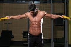 Ombro apto de Doing Exercise For do atleta Foto de Stock Royalty Free