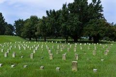 Ombstones de soldados desconhecidos no cemitério nacional de Vicksburg, em Vicksburg, Mississippi, EUA fotografia de stock royalty free
