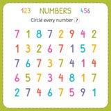 Omcirkel elk nummer Zeven Aantallen voor Jonge geitjes Aantekenvel voor kleuterschool en kleuterschool Opleiding om aantallen te  royalty-vrije illustratie