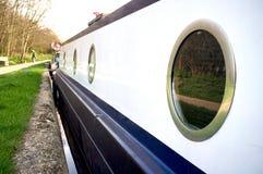 Omcirkelde vensters van een botenhuis Stock Foto