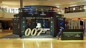 Omega 20 år av den James Bond utställningen, Hong Kong Royaltyfri Foto