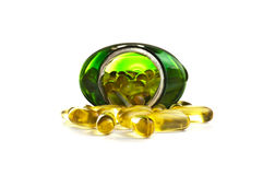 Omega 3 capsules dans une bouteille Image stock