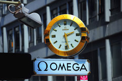 Omega-Borduhr stockfotos