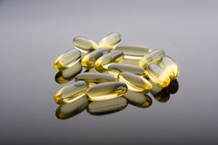 Omega 3 dorsz wątróbki kapsuły zdjęcie royalty free