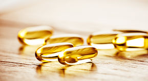 Omega 3 för fiskolja stelnar kapslar Royaltyfri Fotografi