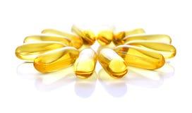Omega 3 kapslar för att banta begreppsvitbakgrund Arkivfoto