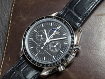 Omega Speedmaster avec le portefeuille Photo stock