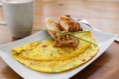 Omelet met bellpepper, ham, kaas en gebraden ui Royalty-vrije Stock Foto's