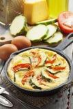 Omelet met courgette en tomaten Stock Afbeelding