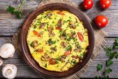 Omelet met paddestoel stock afbeeldingen