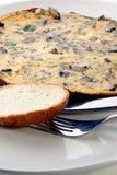 Omelet met paddestoel en de lenteui Stock Afbeeldingen