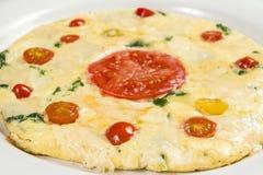 Omelet met spinazie en kaas wordt gevuld die Stock Foto