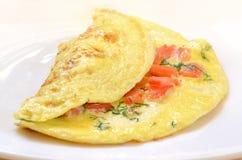 Omelet met tomaten Stock Afbeeldingen