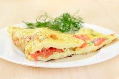 Omelet met tomaten en kruiden Royalty-vrije Stock Foto's
