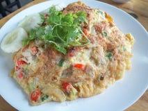 Omelet op Thais Jasmine Rice stock afbeeldingen