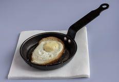 Omelet op witte achtergrond Stock Afbeeldingen