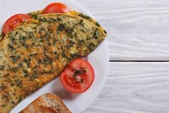 Omelet with spinach and tomatoes Royalty Free Stock Photos
