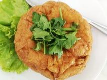 Omelet Thaise stijl op de plaat stock foto