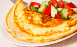 Omelet with vegetable salad Royalty Free Stock Photos