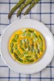 Omeleta com aspargo fotografia de stock