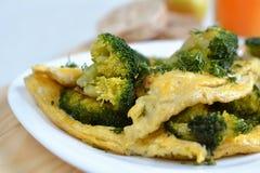 Omeleta com brócolos Imagens de Stock