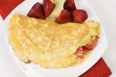 Omeleta com pimentas vermelhas e tomates do queijo Imagens de Stock Royalty Free