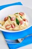 Omeleta com salsichas e arugula Fotos de Stock