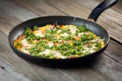 Omeleta em um frigideira Imagem de Stock Royalty Free