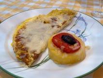 Omeleta entusiasta do café da manhã com queijo Imagens de Stock Royalty Free