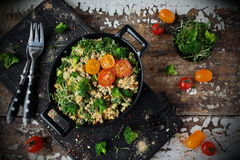 Omelett med broccoli och grönsaker Royaltyfri Fotografi