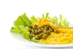 Omelett med gröna ärtor Arkivbilder