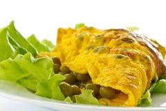 Omelett med gröna ärtor Arkivfoto